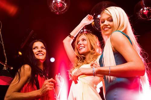 Attirer les filles facilement : séduction et cercle social