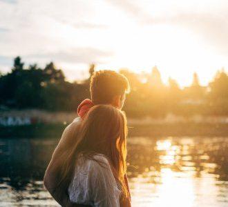 Draguer une amie : comment conclure avec une fille qu'on connait ?