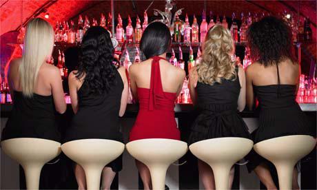 Séduire en bar ou en boite de nuit : stratégie gagnante