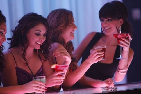comment aborder une fille dans un bar