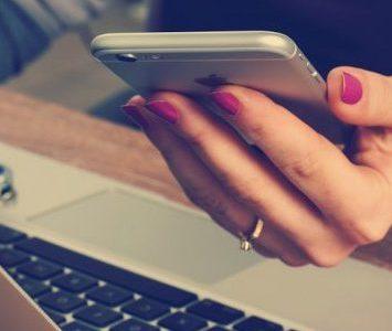 Faire rire une fille par SMS ? Ce qu'il faut comprendre (+ 3 façons de faire) :