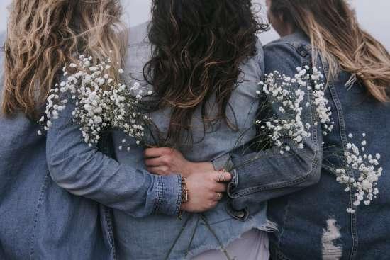 comment savoir si une fille timide vous aime